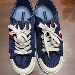 Tommy Hilfiger navy sneaker Sz 7